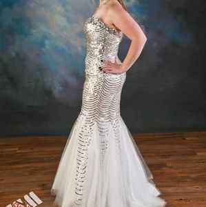 Sleeveless bedazzled white dress